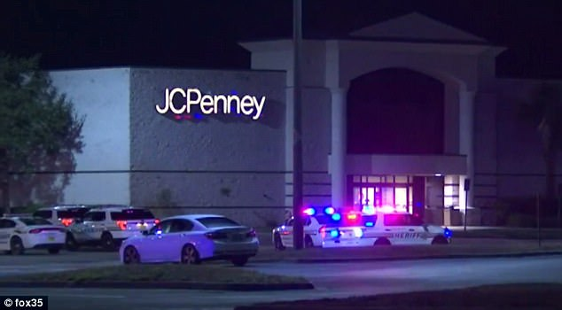 Police outside Eagle Ridge Mall, Lake Wales, FLA. (Photo: fox35)