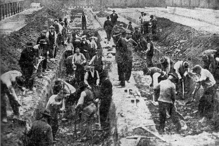 Philadelphians dig a mass grave for victims of the Spanish flu. (Credit: Philly Voice)